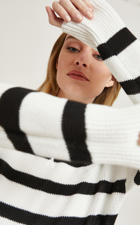 paula_sweater-mesh_04-13-2021__picture-61112
